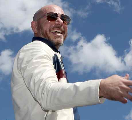 Pitbull presents new song