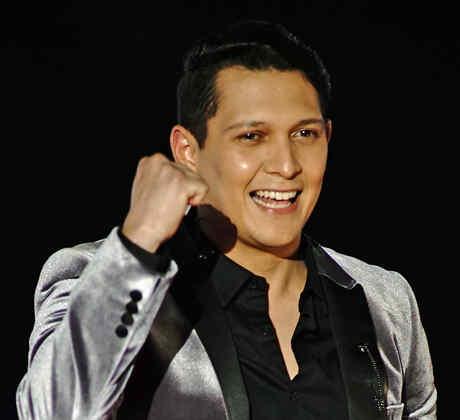 Aaron Barrios en la semifinal de La Voz US 2