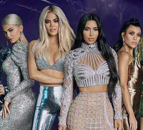 Clan Kardashian-Jenner pose