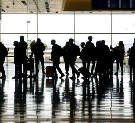 Viajeros en el aeropuerto internacional de Salt Lake City, en el mes de marzo.
