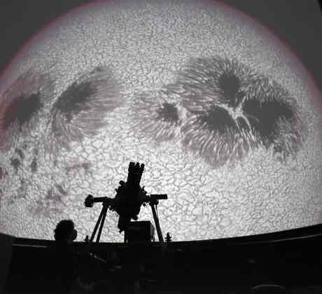 Investigador en el Observatorio Astronómico Solar en San José, Costa Rica