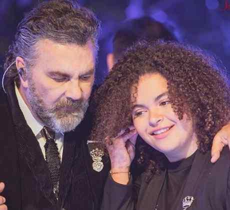 Lucero Mijares en concierto con su padre