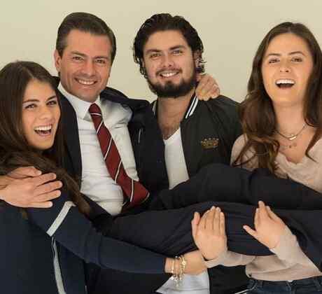 Enrique Peña Nieto con sus hijos
