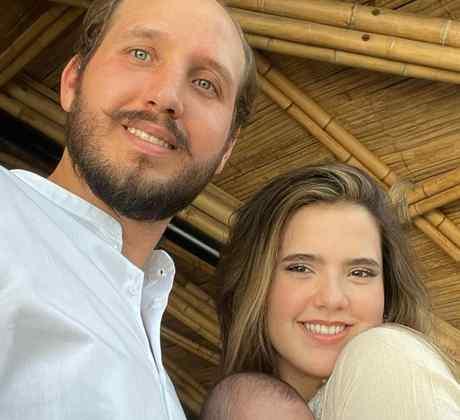 Camila Fernández con su esposo y su bebé