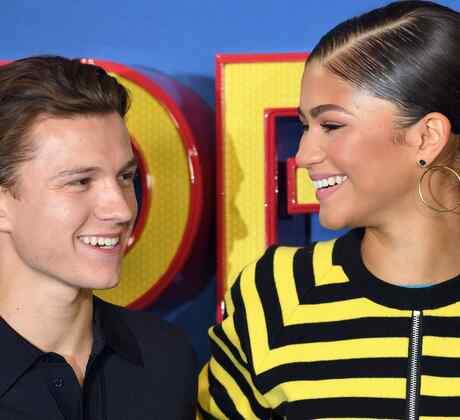 Tom Holland y Zendaya riendo juntos