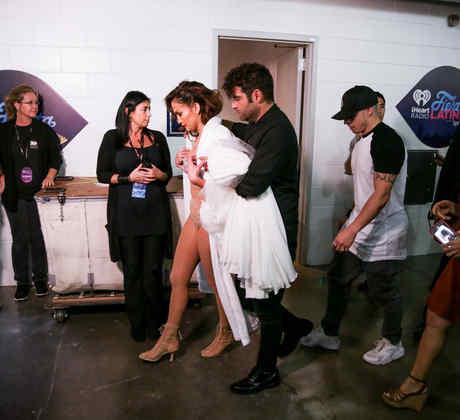 Jennifer Lopez detrás de cámaras en el iHeartRadio Fiesta Latina