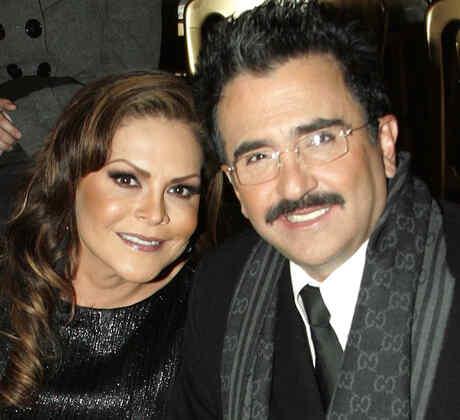 Mara Patricia Castañeda y Vicente Fernández Jr.