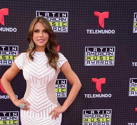 Vanessa Villela en la alfombra roja de los Latin American Music Awards 2015