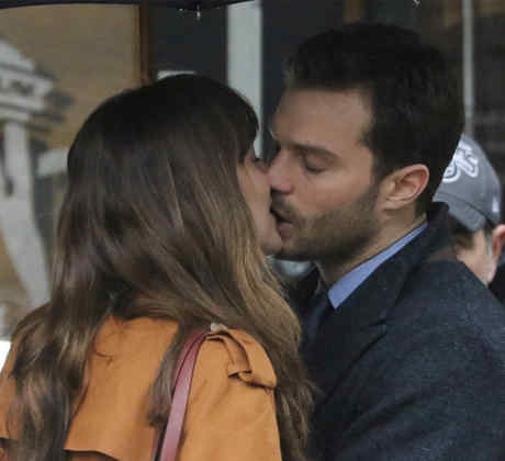 "Dakota Johnson y Jamie Dornan filmando ""Fifty Shades Darker"" en Canadá."
