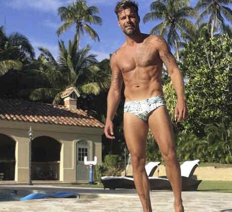 Ricky Martin, uno de los papás famosos más sexis, muestra sus cuerpo en Instagram en la piscina