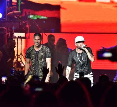 Chino y Nacho en el Fillmore de Miami Beach