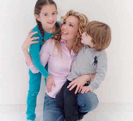 Thalía con sus hijos Sabrina y Matthew