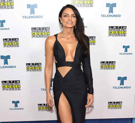 Aislinn Derbez, alfombra, Latin American Music Awards, 2016
