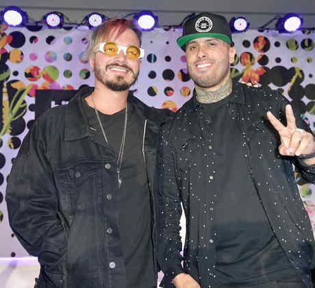 """J Balvin y Nicky Jam durante el panel """"Mano a Mano"""""""