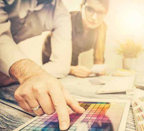 Diseñadores gráficos trabajando