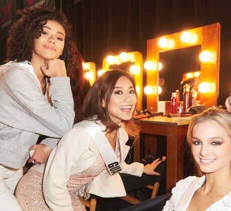Miss Islandia, Miss Guam y Miss Albania en el backstage de Miss Universo 2019