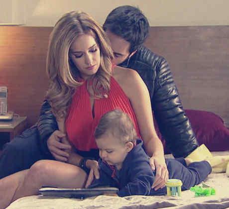 Carmen Aub, Mauricio Ochmann, juntos con su hijo, El Señor de los Cielos Tercera Temporada