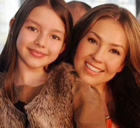 Thalía y Sabrina Sakae