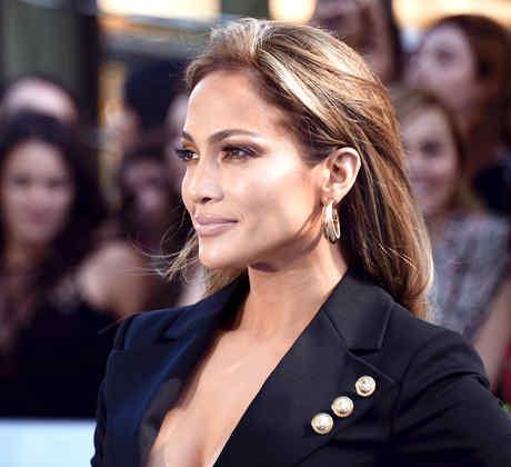 Jennifer Lopez en la alfombra roja de los MTV movie awards 2015