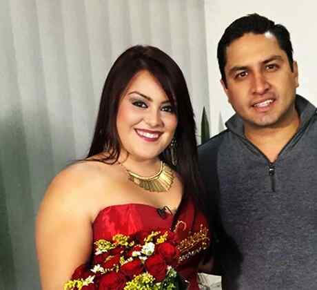 """Kimberly La Guerrera conoce a Julion Alvarez en """"Que Noche"""""""
