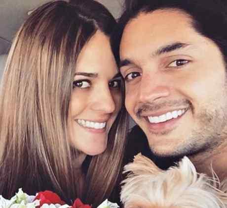 """Sabrina Seara junto a su esposo Daniel Elbittar y su perrita """"Lola"""""""