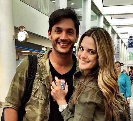 Sabrina Seara junto a su esposo Daniel Elbittar