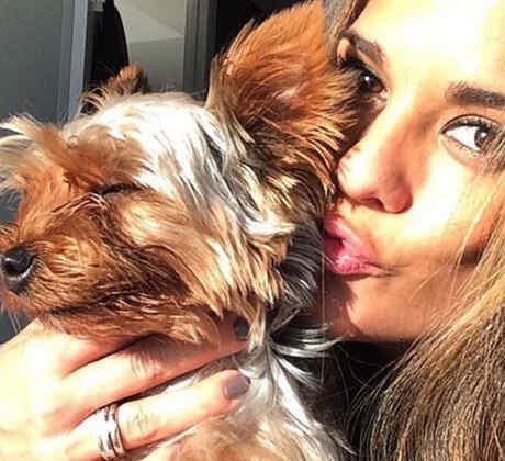 """Conoce a Lola """"la narco-perra"""" de Sabrina Seara"""