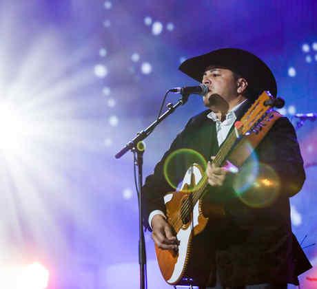 Intocable en iHeartRadio Fiesta Latina 2016