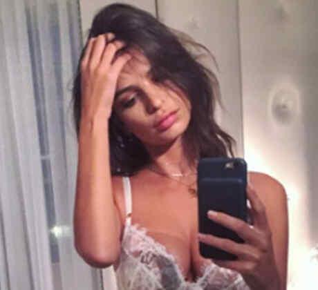 Emily Ratajkowski enloquece a sus seguidores con una selfie en lencería