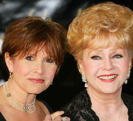 Hospitalizan a Debbie Reynolds, la madre de Carrie Fisher