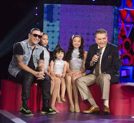 Elvis Crespo con su hija en Siempre Niños