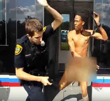 Un hombre completamente desnudo se enfrenta con un policía (VIDEO)