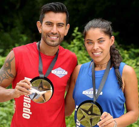 El Venado y Denisse presumen su medalla de salvoconducto