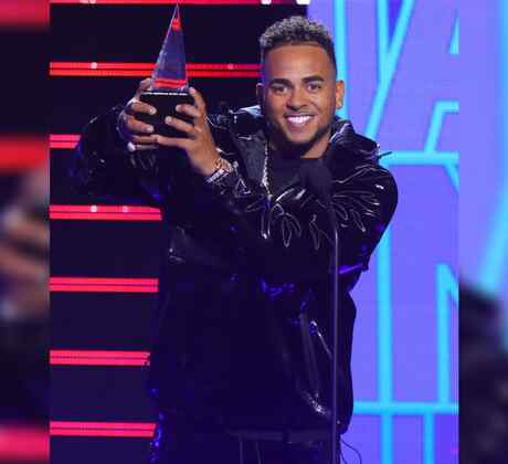 "2019 Latin AMAs: Ozuna Receives Two Awards for ""Taki Taki"""