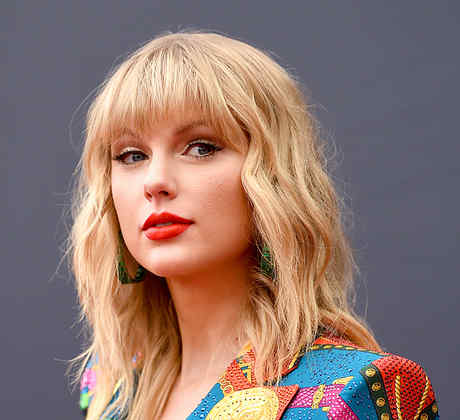 Taylor Swift Surprises Fans With Money Donations