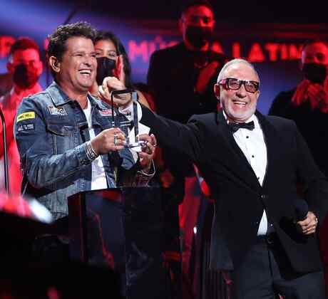 Carlos Vives y Emilio Estefan en los Premios Billboard 2020