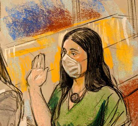Emma Coronel en su audiencia frente a un juez federal el jueves 10 de junio de 2021. Coronel se declaró culpable de tres cargos por tráfico de drogas y lavado de dinero.