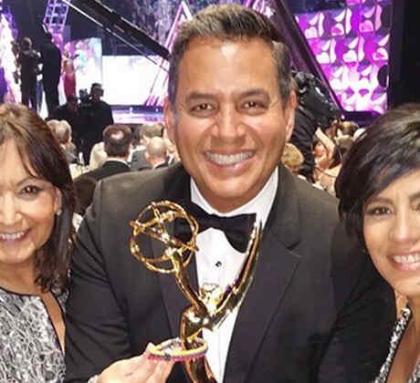 Daniel Sarcos junto a Mari Garcia Marquez y Aide Devis