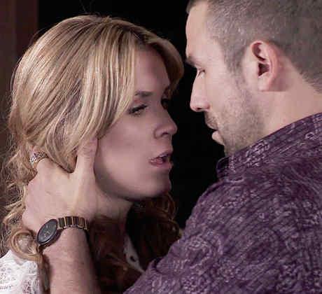 Veronica Montes, Rafael Amaya, besándose, El Señor de los Cielos Tercera Temporada