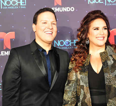Angelica Vale y Raul Gonzalez en la alfombra roja de Que Noche