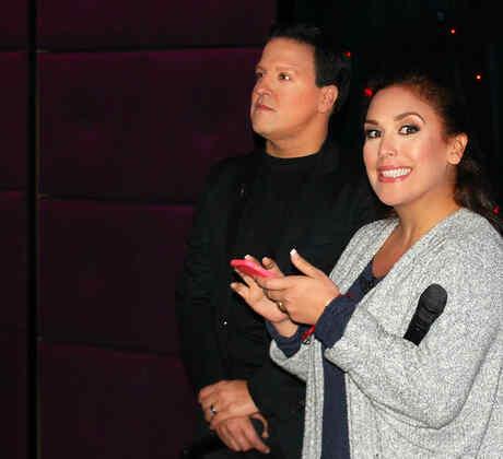 Angelica Vale y Raul Gonzalez en los ensayos para el estreno de Que Noche