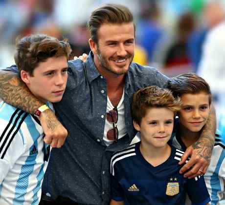 """David Beckham: Papás famosos modernos y """"cool"""" junto a sus hijos"""