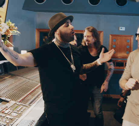 """Maná y Nicky Jam en la grabación del video musical """"De Pies a Cabeza"""""""