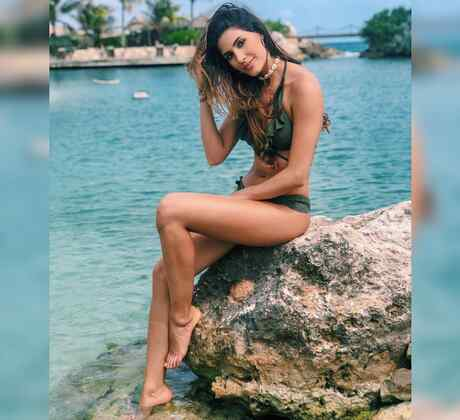 Gabriela Tafur, Miss Colombia 2019, Posando con bikini verde en la playa,Miss Universo 2019