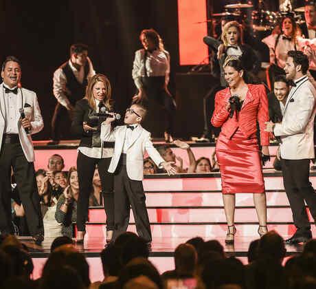 Presentación en Premios Tu Mundo 2015