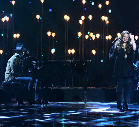 Jesse & Joy cantando en Latin American Music Awards 2015