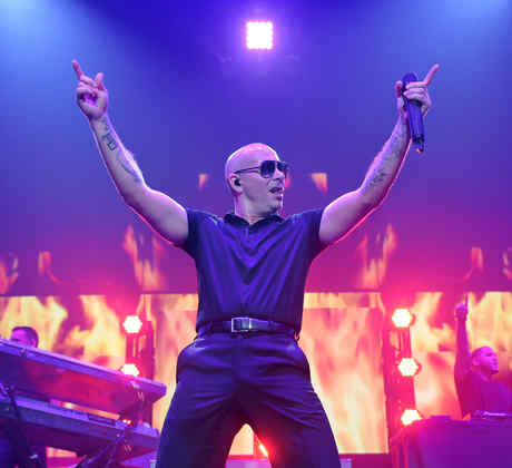 Pitbull singing at the iHeartRadio Fiesta Latina 2014