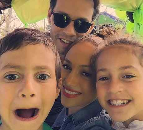 JLo y Marc Anthony se toman un selfie con sus hijos