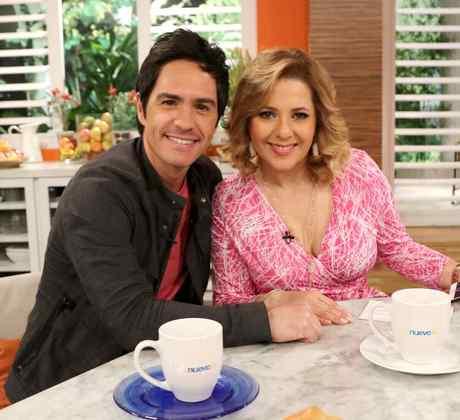 Ana María Canseco con el actor Mauricio Ochmann en Un Nuevo Día