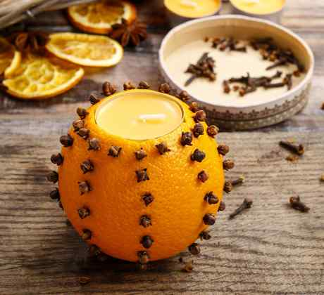 Vela hecha con una naranja